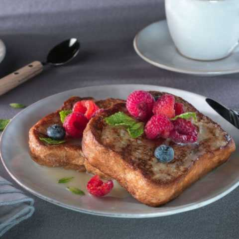 French Toast with White Chocolate and Red Berries